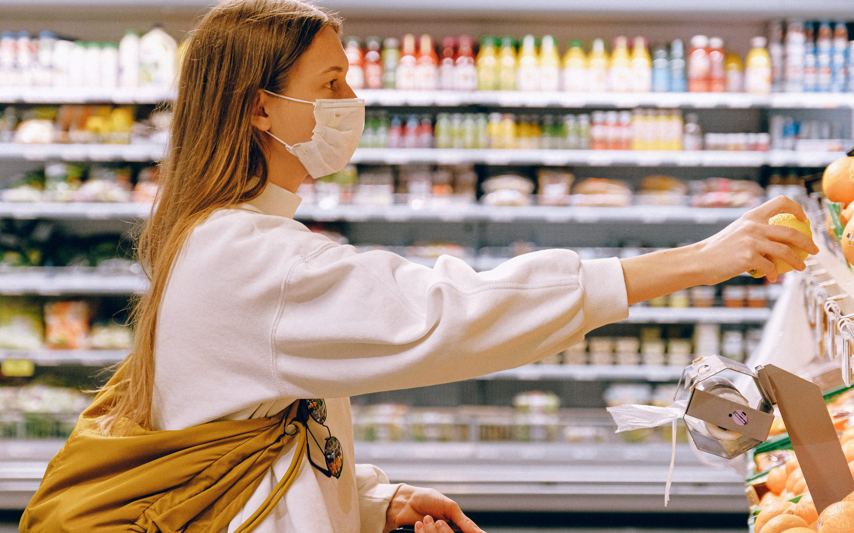Pētījums: Covid-19 pandēmijas ietekmē 74% Latvijas iedzīvotāju ir mainījuši savus pārtikas iegādes paradumus
